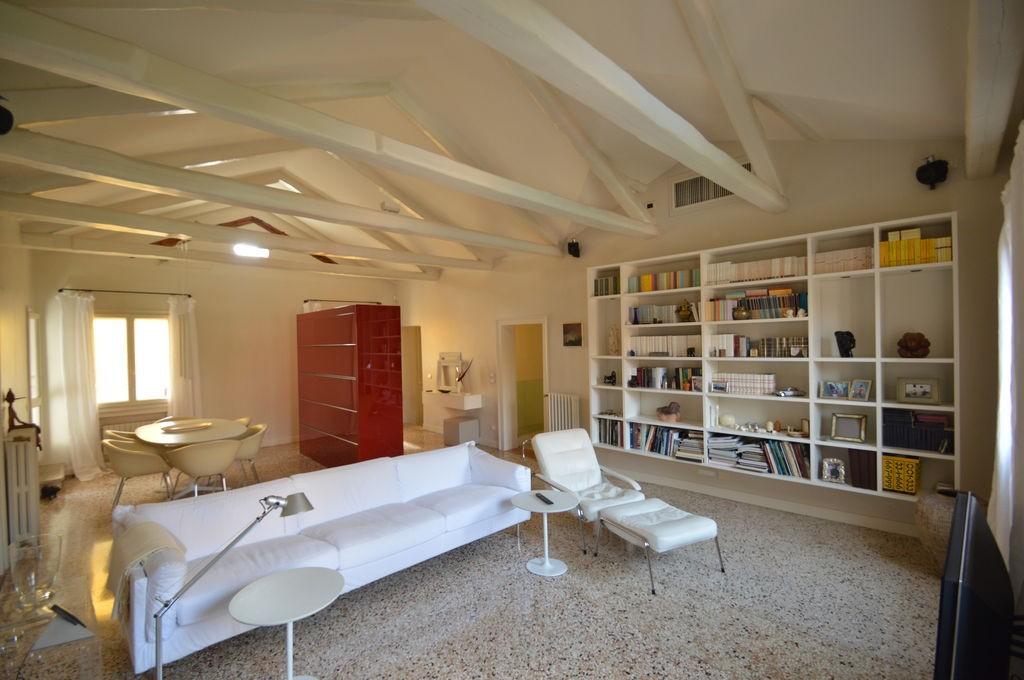 di design con terrazza e giardino - Italian Network Realty