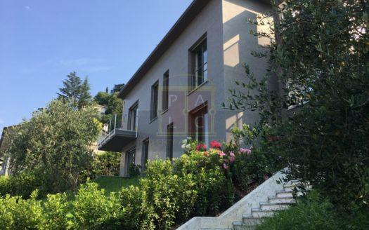 Villa moderna a Como