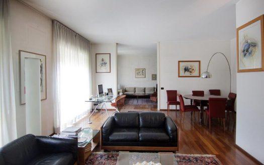 Appartamento in vendita Milano via Col Moschin