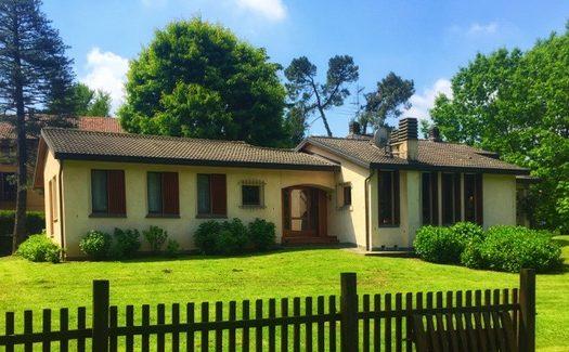 Osnago in vendita villa singola con piscina